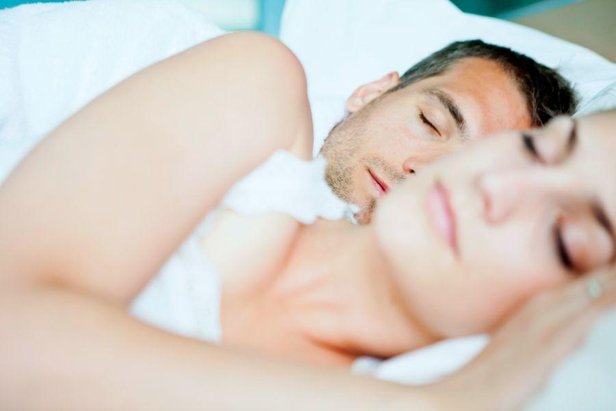 Cómo dejar de roncar: la solución para que tú y tu pareja durmáis mejor